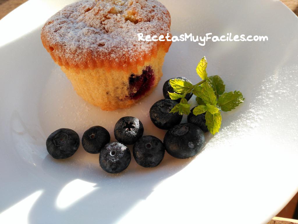 Foto receta fácil de muffins de arándanos