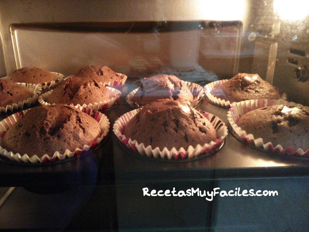 Foto de las muffins dorándose en el horno