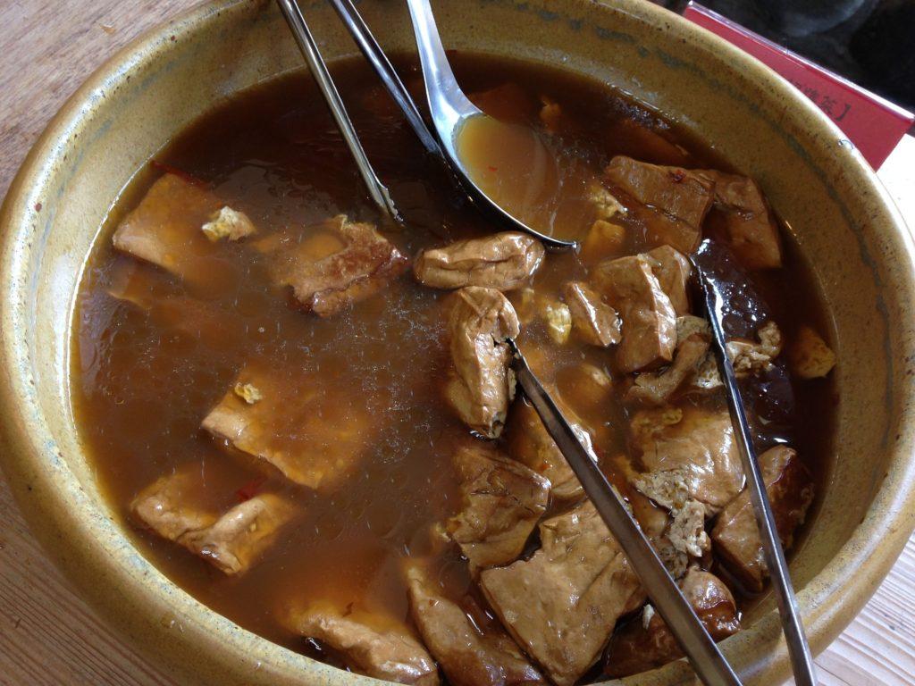Foto de un estofado con tofu