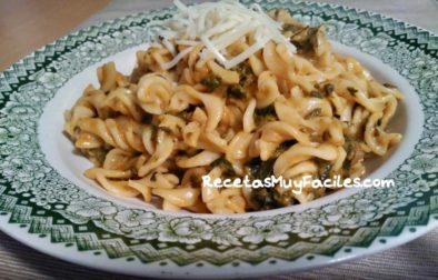 Foto Fusili con salsa de espinacas
